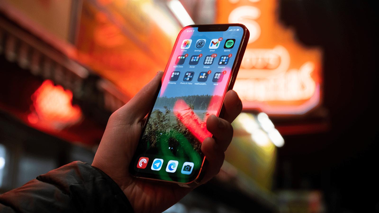 Tuỳ vào sở thích, nhu cầu mà bạn lựa chọn nâng cấp lên iPhone 12 hay không