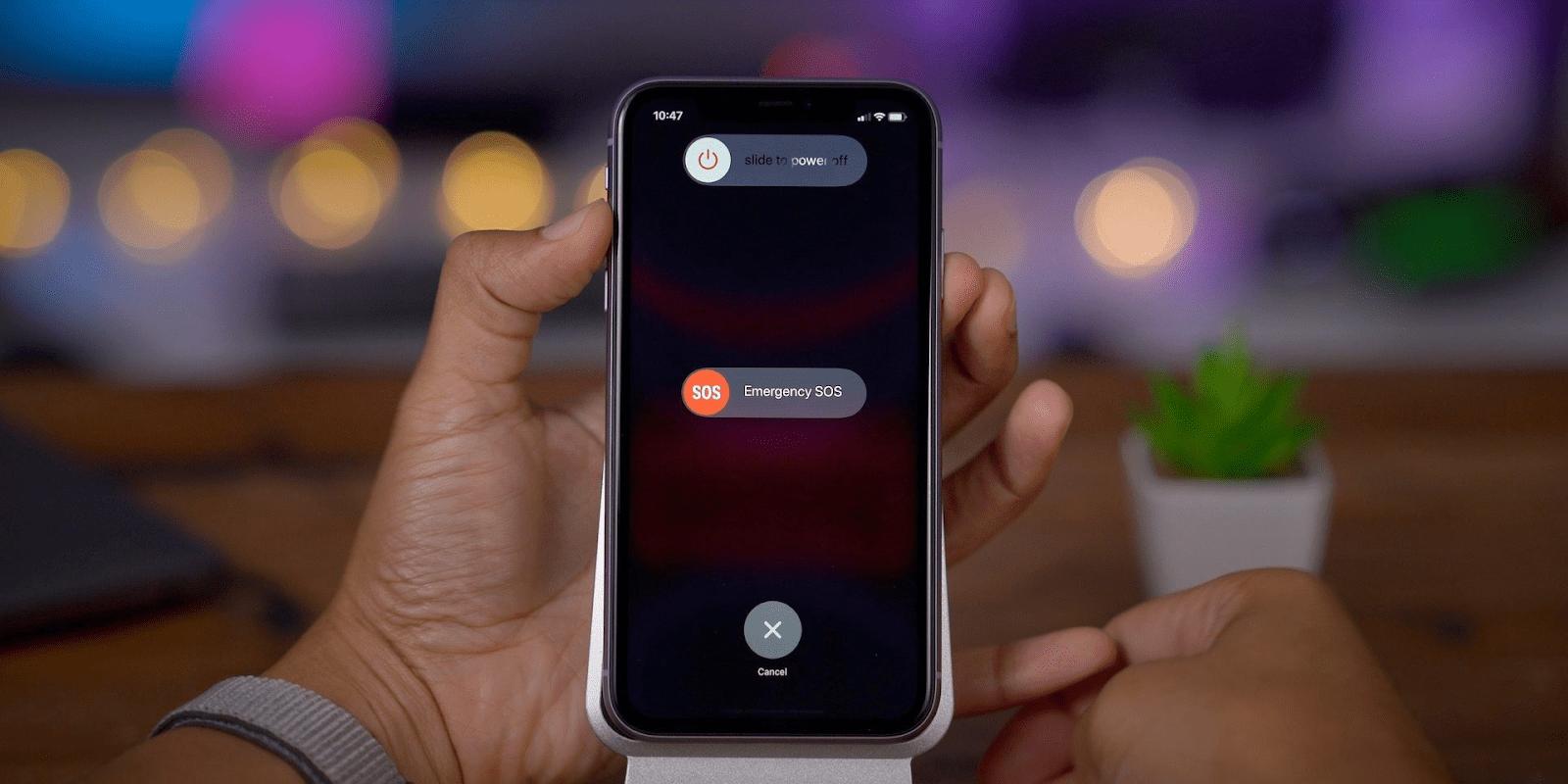 Buộc iPhone khởi động lại trong khi sạc