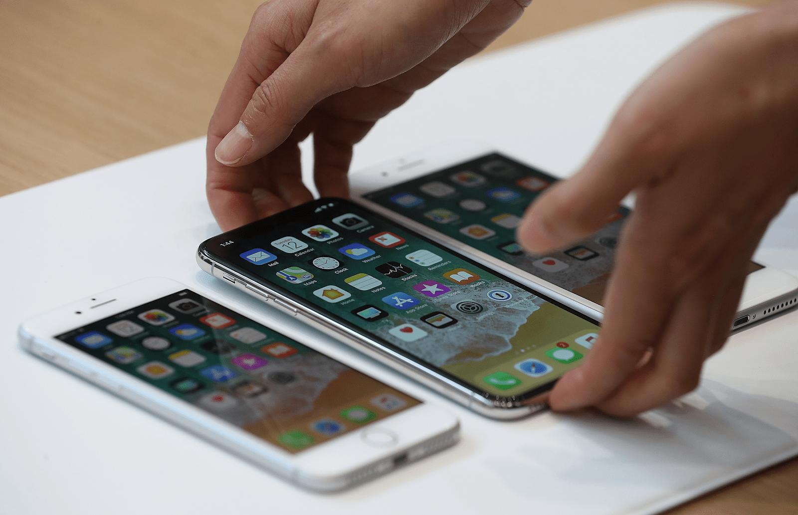 Phân biệt iPhone chính hãng và iPhone xách tay dựa trên giá thành trên thị trường